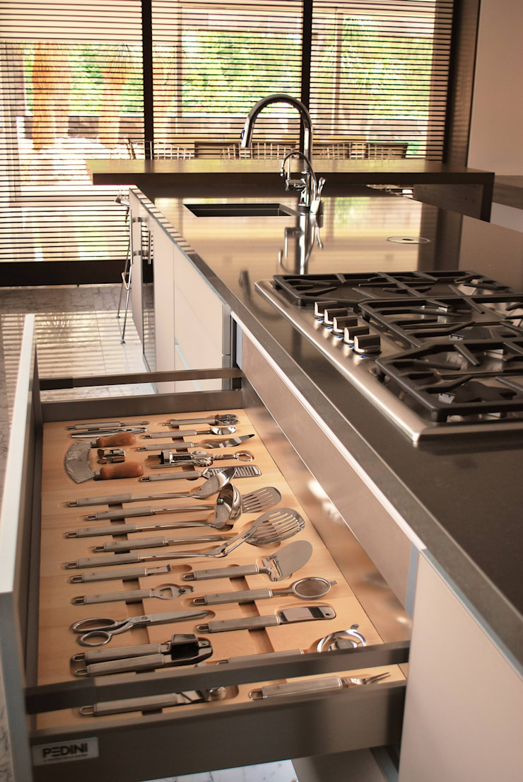 ACCESORIOS GOURMET ESSETRE: Cocinas de estilo  por ARTE CUCINE/ PEDINI SAN ANGEL