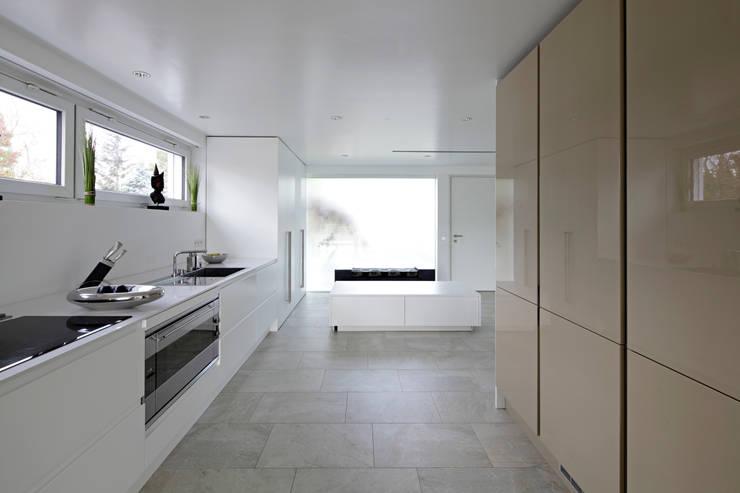 Kitchen by LABOR WELTENBAU ARCHITEKTUR