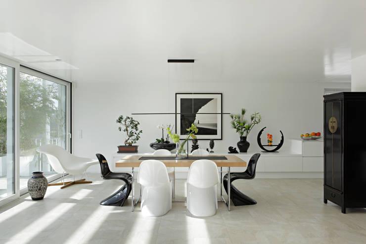 Dining room by LABOR WELTENBAU ARCHITEKTUR