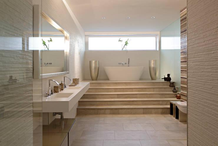 Bathroom by LABOR WELTENBAU ARCHITEKTUR