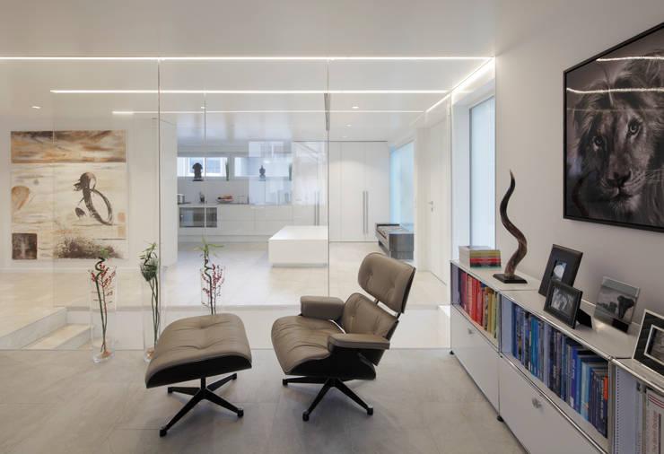 Living room by LABOR WELTENBAU ARCHITEKTUR