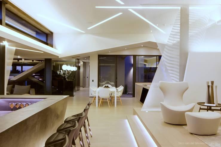 Salon de style  par Nico Van Der Meulen Architects