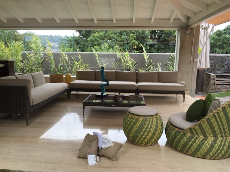 Terraza Valencia: Salas / recibidores de estilo  por THE muebles