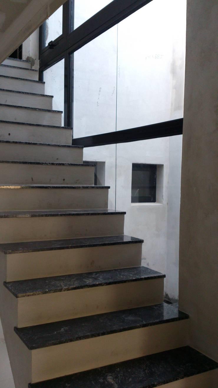 Casa Butteri: Pasillos y vestíbulos de estilo  por Patricio Galland Arquitectura