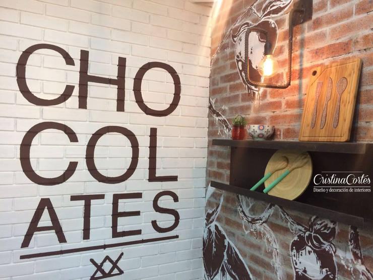Graficos en chocolates: Locales gastronómicos de estilo  por Cristina Cortés Diseño y Decoración , Industrial