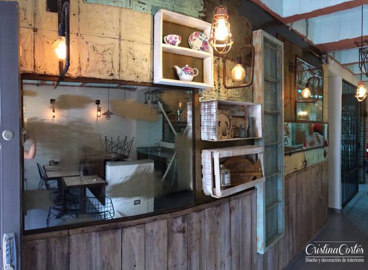 Acceso: Locales gastronómicos de estilo  por Cristina Cortés Diseño y Decoración , Industrial