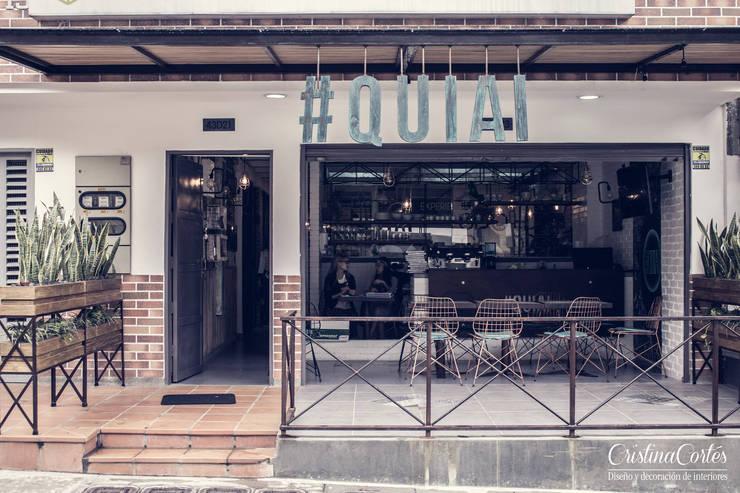 Fachada y punto de venta: Locales gastronómicos de estilo  por Cristina Cortés Diseño y Decoración