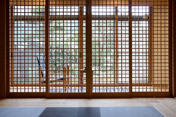和: 風景のある家.LLCが手掛けた和室です。