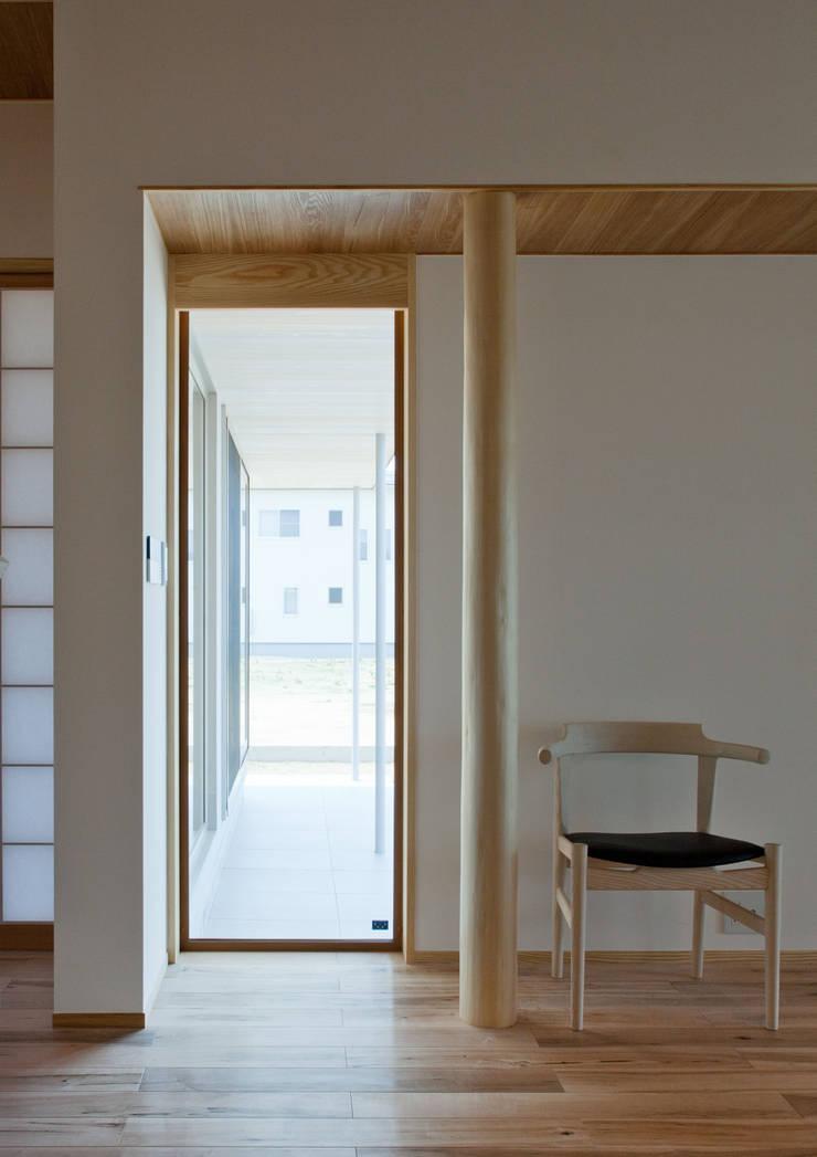 villa azumino わたしの家: アトリエ・アースワークが手掛けた窓です。,