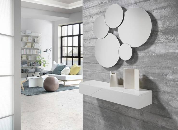 http://intense-mobiliario.com/pt/consolas-hall-entrada/9759-consola-ukit.html: Corredor, hall e escadas  por Intense mobiliário e interiores;