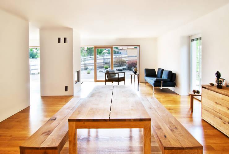 Dining room by WSM ARCHITEKTEN