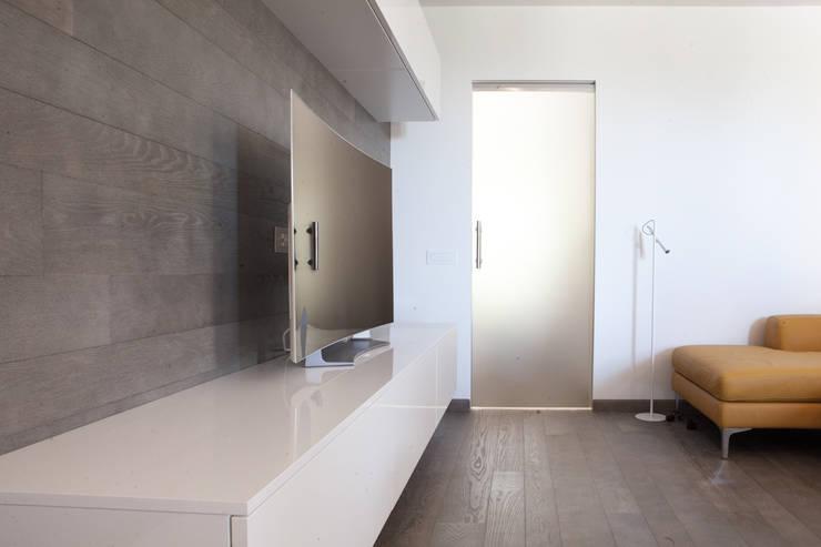 Abitazione privata: Soggiorno in stile  di Paolo Foglini Design