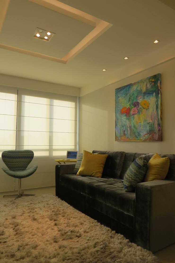 Modern Living Room by Paula Szabo Arquitetura Modern