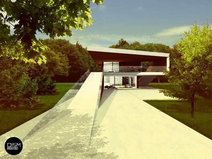 Dom na przestrzał: styl , w kategorii Domy zaprojektowany przez DISM Architekci