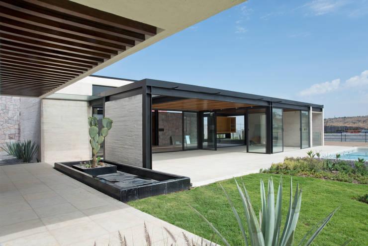 La Colina 17: Salas de estilo  por Estudio Manuel Peredo