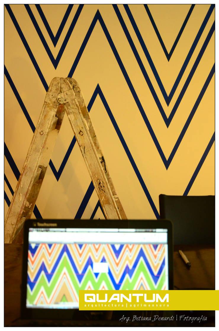 Preparación del muro y Diseño en CAD.: Livings de estilo  por Betiana Denardi | Arquitecta