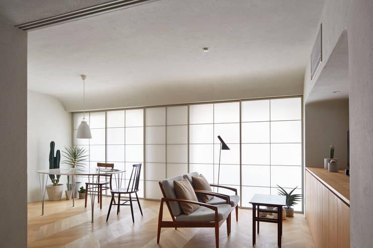 Ruang Keluarga by aoydesign 株式会社アオイデザイン