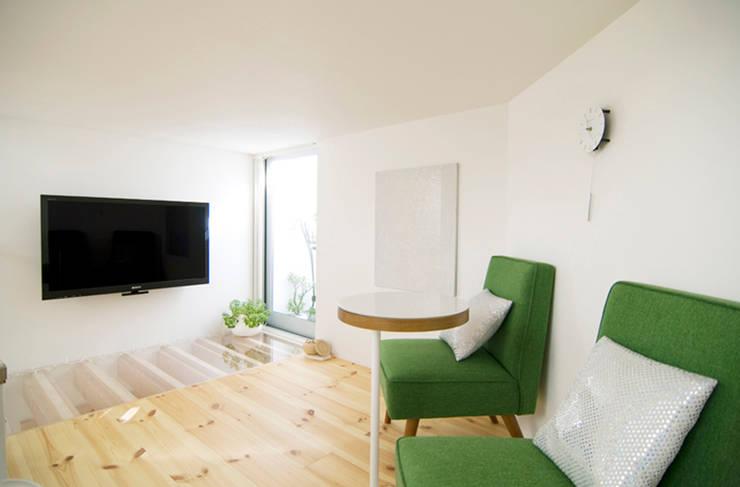 Living room by 星設計室