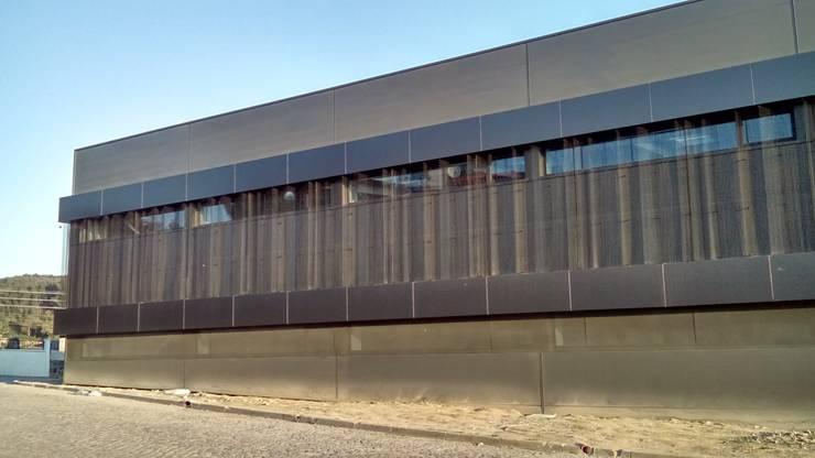 Obra Pavilhão Industrial Têxtil :   por INOVAENERGIA