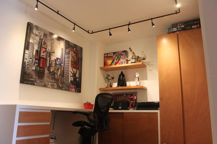 Estudio: Estudios y oficinas de estilo  por Home Reface - Diseño Interior CDMX