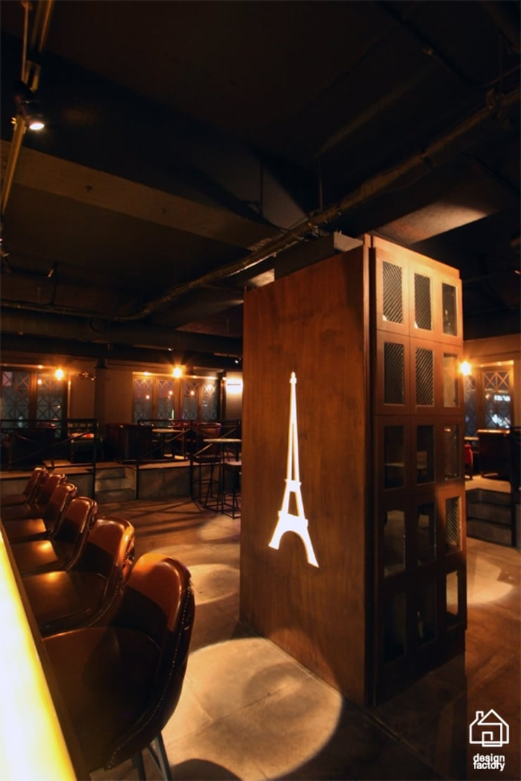 PUB&BAR 'Paris': 디자인팩토리의  다이닝 룸