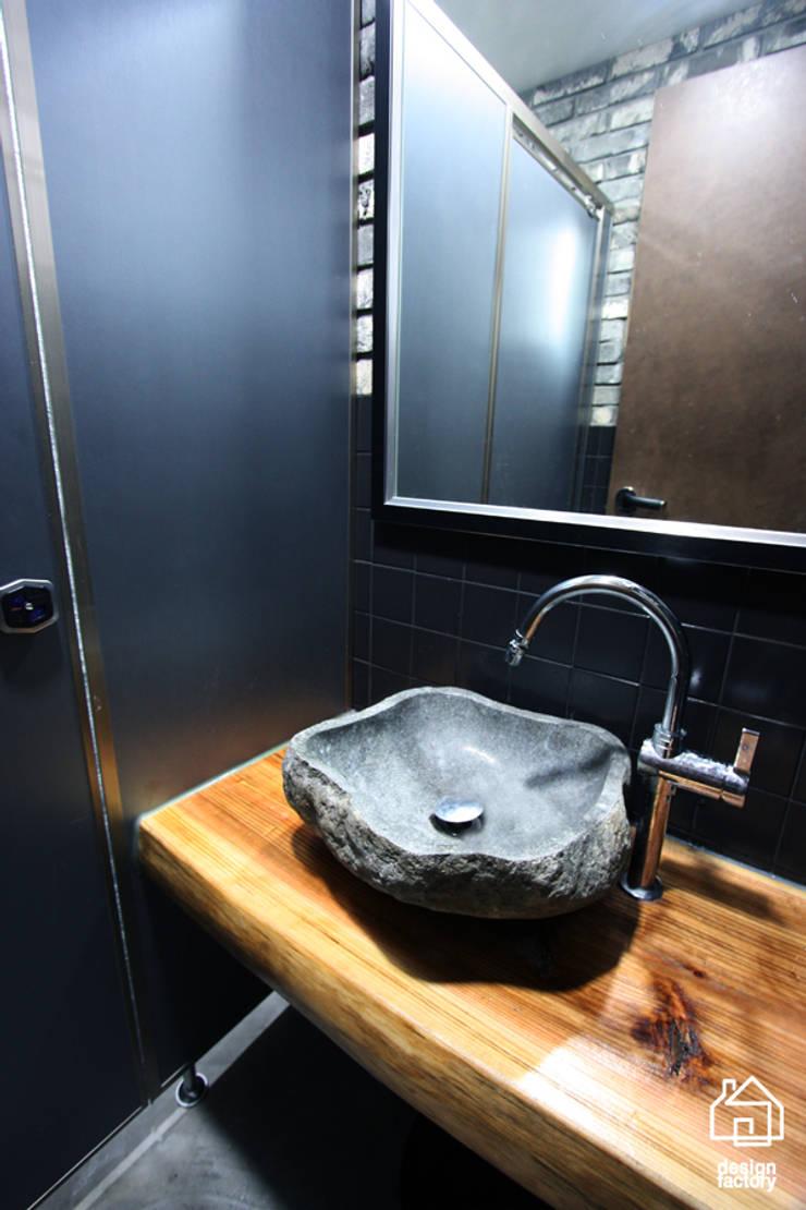 CAFE 'MONGNI MONGRI': 디자인팩토리의  욕실