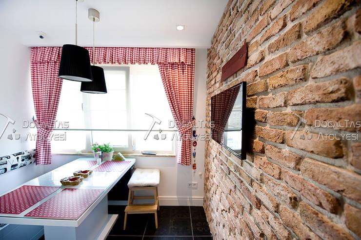 Cocinas de estilo rústico de Doğaltaş Atölyesi Rústico Ladrillos