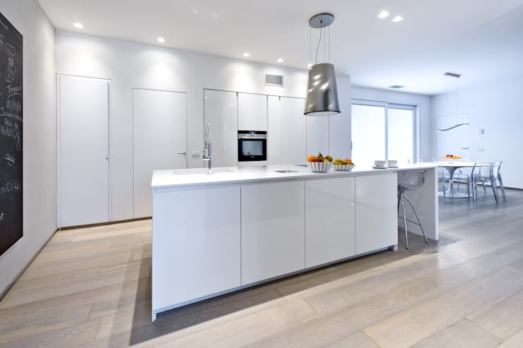 modern Kitchen by Emmeti Srl