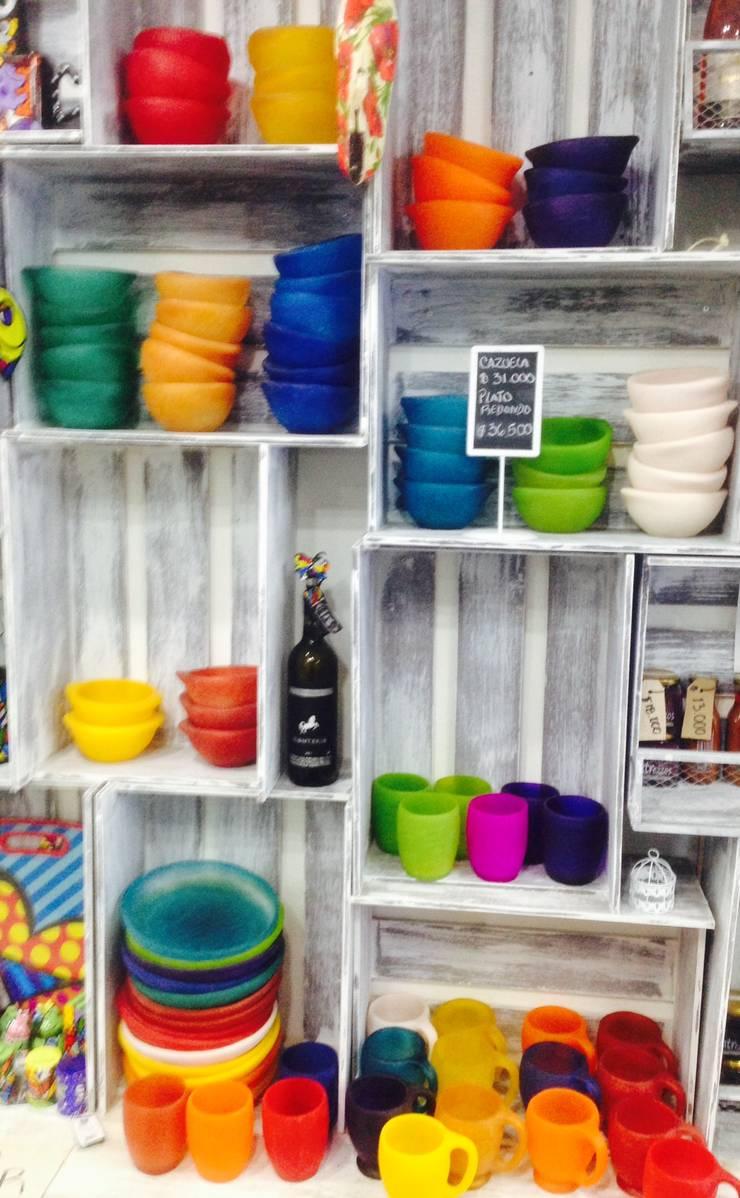 Vasijas: Comedor de estilo  por Abasto de Diseño