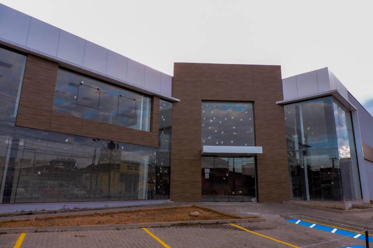 Casa das Marcenarias: Lojas e espaços comerciais  por Cecyn Arquitetura + Design