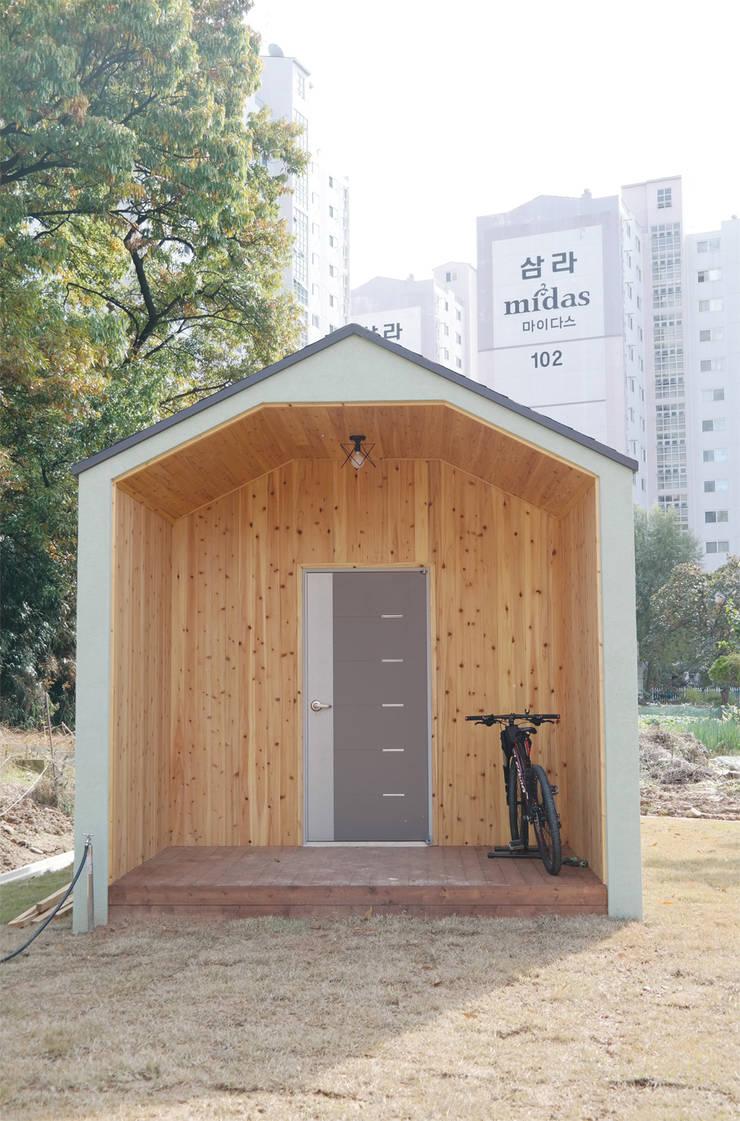 광주 동림동 마디주택: 꿈꾸는목수의  차고