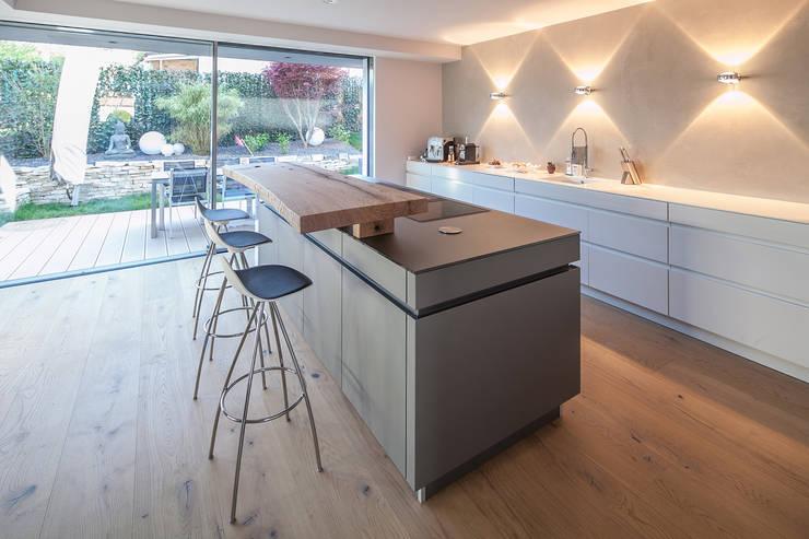 Cocinas de estilo  por BESPOKE GmbH // Interior Design & Production