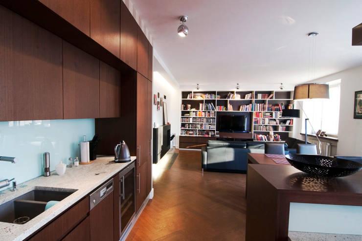 Salas / recibidores de estilo  por EYMONTT PRACOWNIA AUTORSKA, Moderno