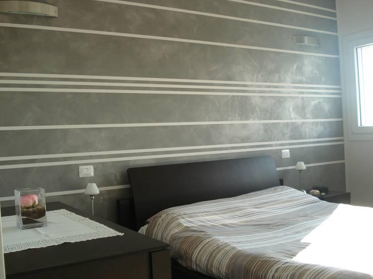 VILLA UNIFAMILIARE [CALVENZANO]  www.marlegno.it  – Progetto: Arch. Tura: Camera da letto in stile  di Marlegno