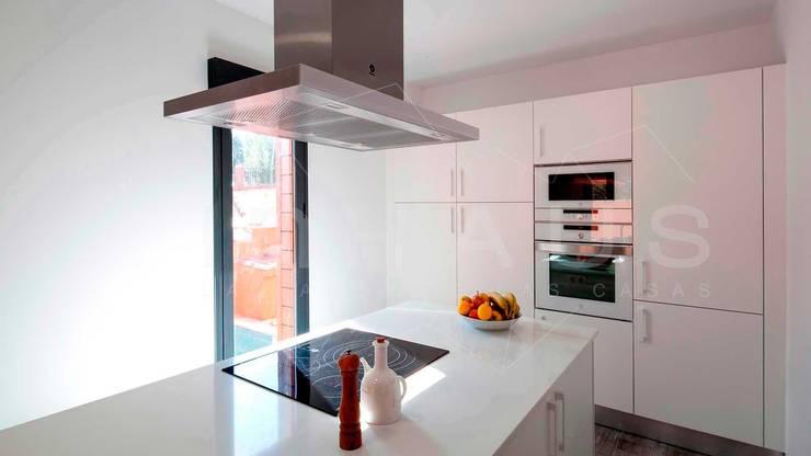 Cozinhas  por Casas inHAUS