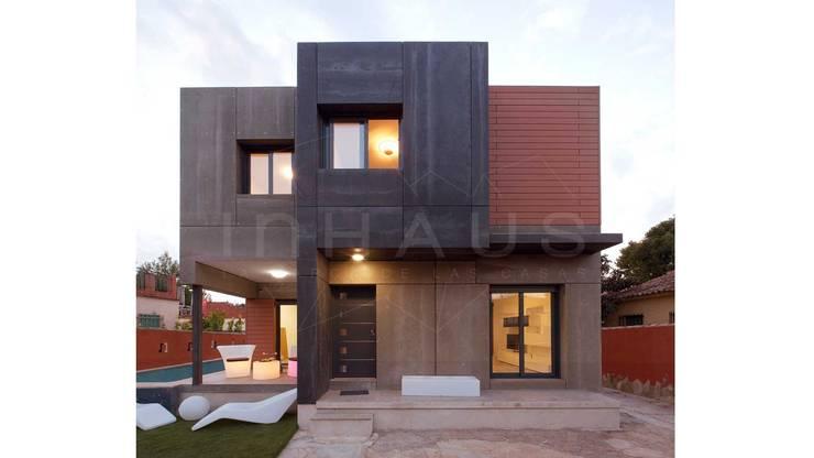Hiên, sân thượng by Casas inHAUS