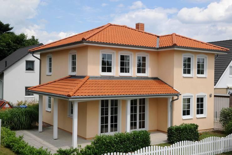 Casas de estilo moderno por RostoW Bau