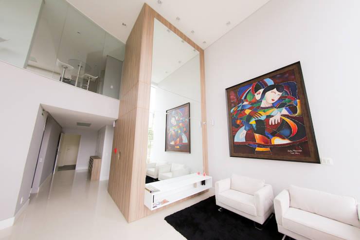 Edifício Belemann: Escritórios  por Cecyn Arquitetura + Design