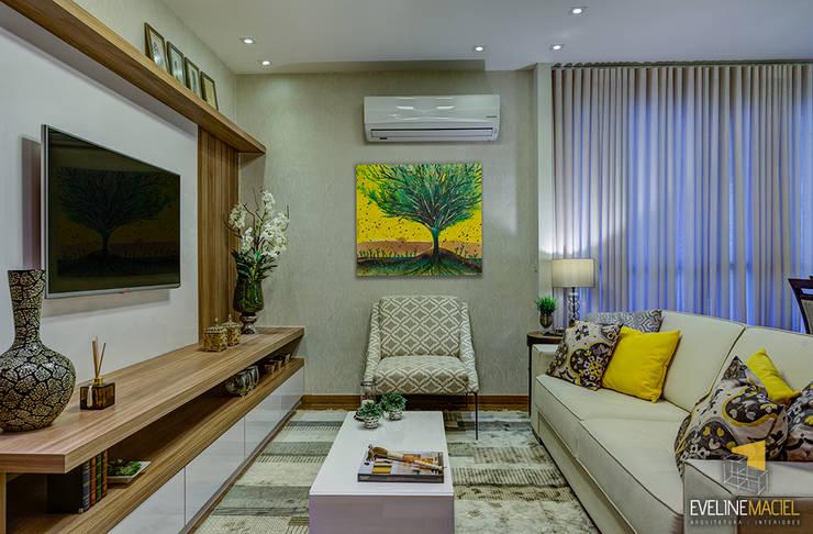 Salas / recibidores de estilo  por Eveline Maciel - Arquitetura e Interiores