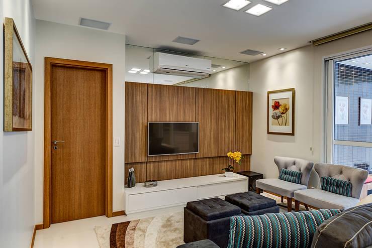 Sala: Salas de estar  por Eveline Maciel - Arquitetura e Interiores