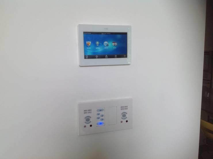 Residencia CB675: Salas de estilo  por Domótica y Automatización Integral