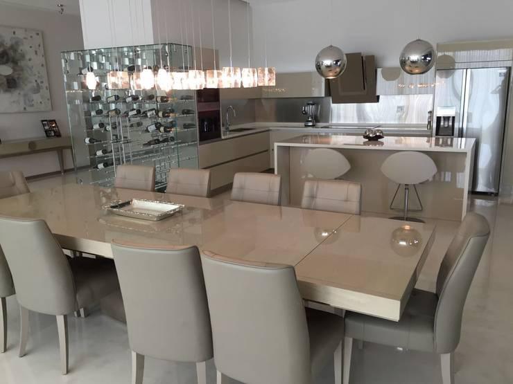 Ruang Makan oleh AParquitectos, Modern