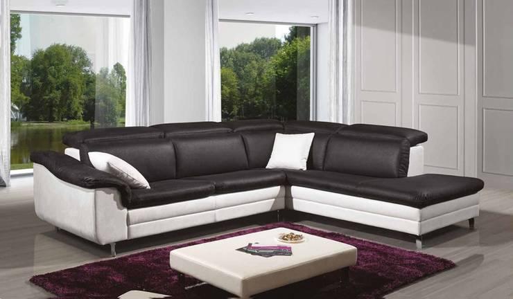 Sofás de canto Corner sofas www.intense-mobiliario.com  LYON http://intense-mobiliario.com/pt/sofas-de-canto/6791-sofa-de-canto-lyon.html: Sala de estar  por Intense mobiliário e interiores;