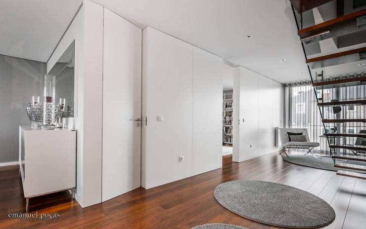 Hall: Corredor, hall e escadas  por EPphotography
