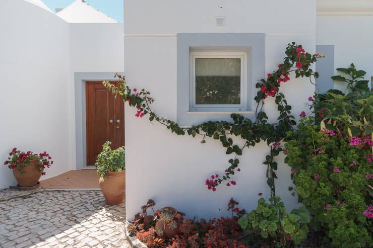 Vale do Lobo: Casas clássicas por Zenaida Lima Fotografia
