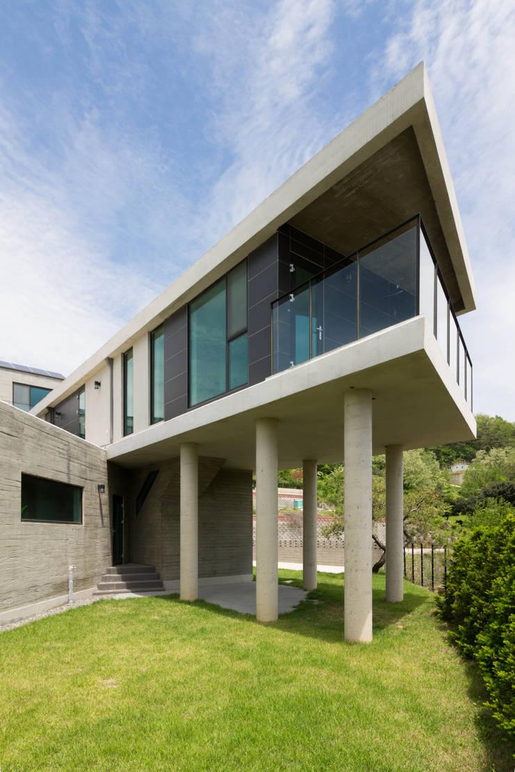 외관: 스튜디오메조 건축사사무소의  주택
