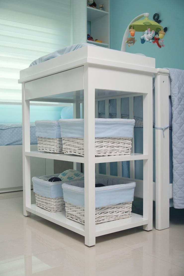 Habitación azul para bebe : Habitaciones infantiles de estilo  por Monica Saravia