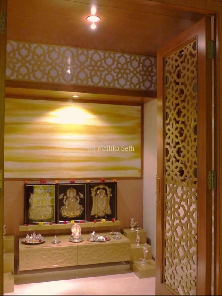 Interiors for a Villa at Ferns Paradise, Bangalore:  Living room by Mallika Seth
