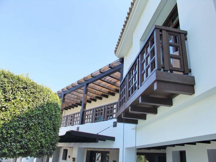 Varanda, marquise e terraço  por Conely