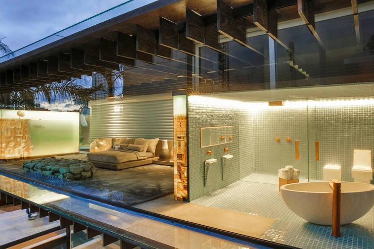 Suite e sala de banho: Banheiro  por Brunete Fraccaroli Arquitetura e Interiores